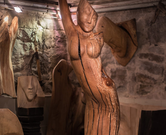 Magiczne rzeźby Grzegorza Michałka w Ochorowiczówce